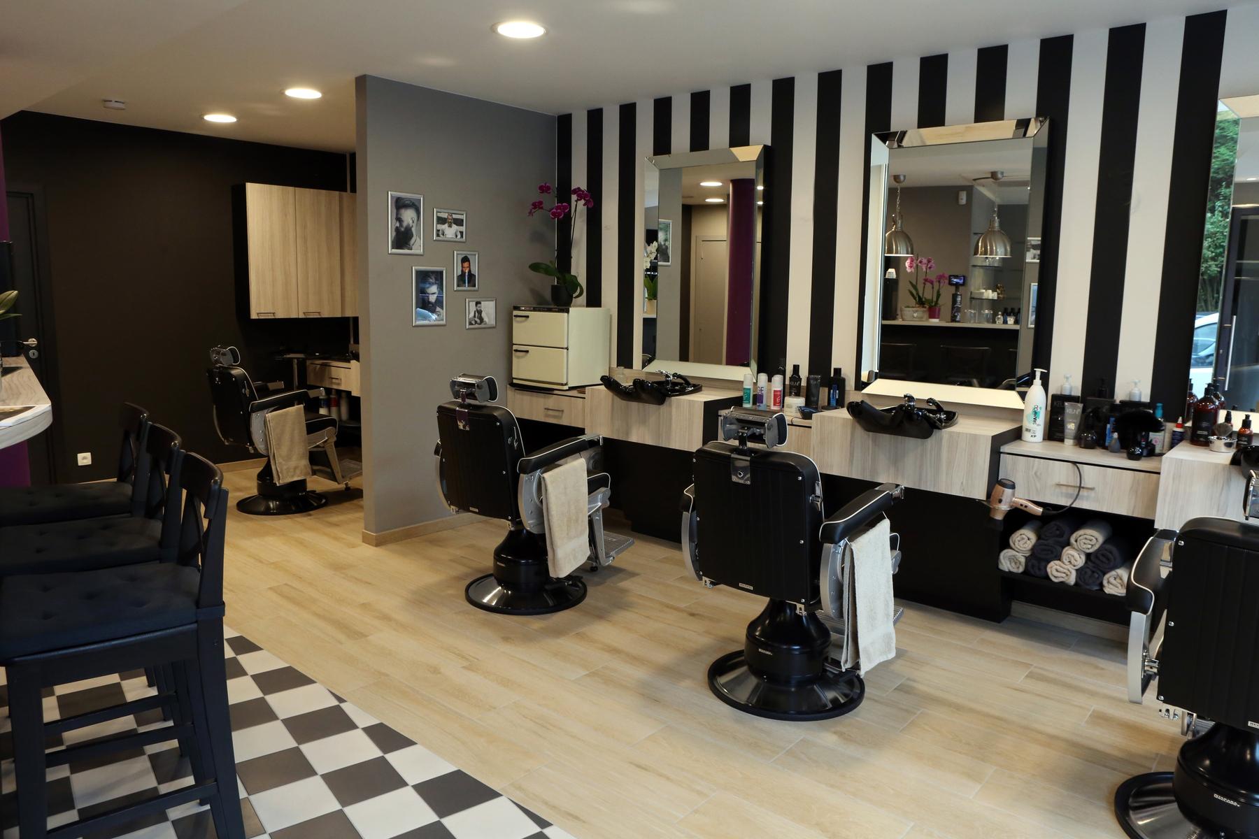 Barbershop woluwe saint pierre barbershop des seigneurs for Accessoire pour salon de coiffure
